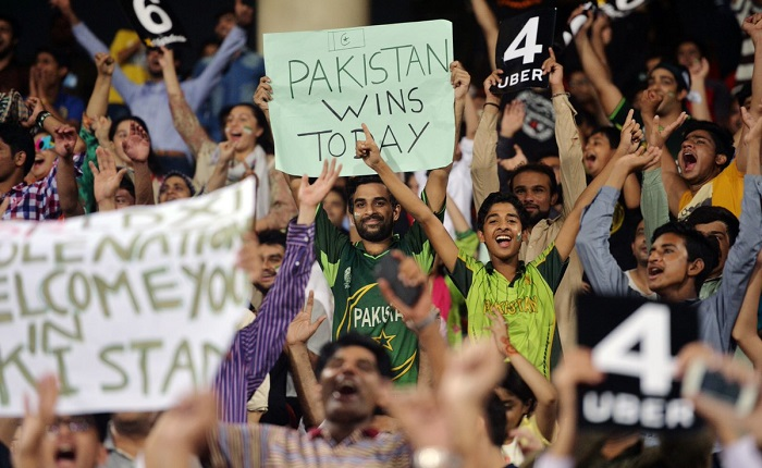 Pakistanis celebrate return of international cricket