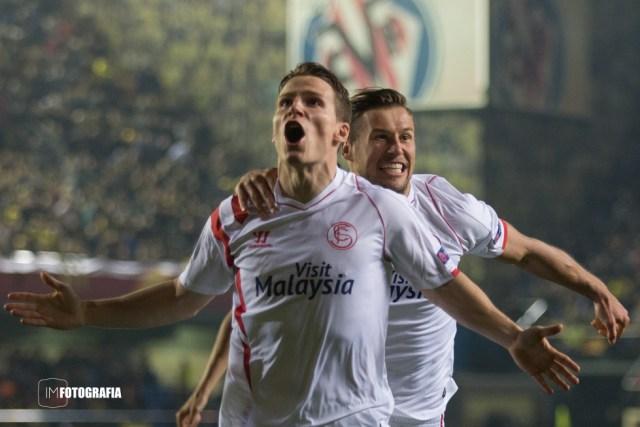 Celebración del gol de Gameiro en Villareal en Octavos de UEFA Europa League