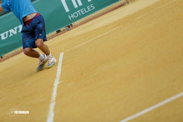 Detalle partido de tenis en Sevilla.