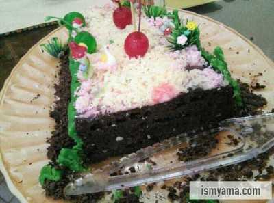 Penampakan tart setelah di potong. Lembut deh cake-nya