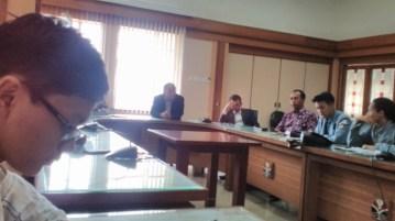 Suasana ruang rapat, Gedung Rektorat UPI memanas tatkala Aliansi Mahasiswa UPI  melakukan audiensi terkait kebijakan Seleksi Mandiri (SM) dengan pihak universitas, Senin (15/08). Adapun hasil audiensi, pihak UPI menolak tuntutan Aliansi Mahasiswa UPI.