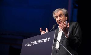 "Famed humanitarian and philosopher Bernard-Henri Lévy speaks during the third annual Algemeiner ""Jewish 100 Gala"" in New York. Photo: Fotobuddy Photography."