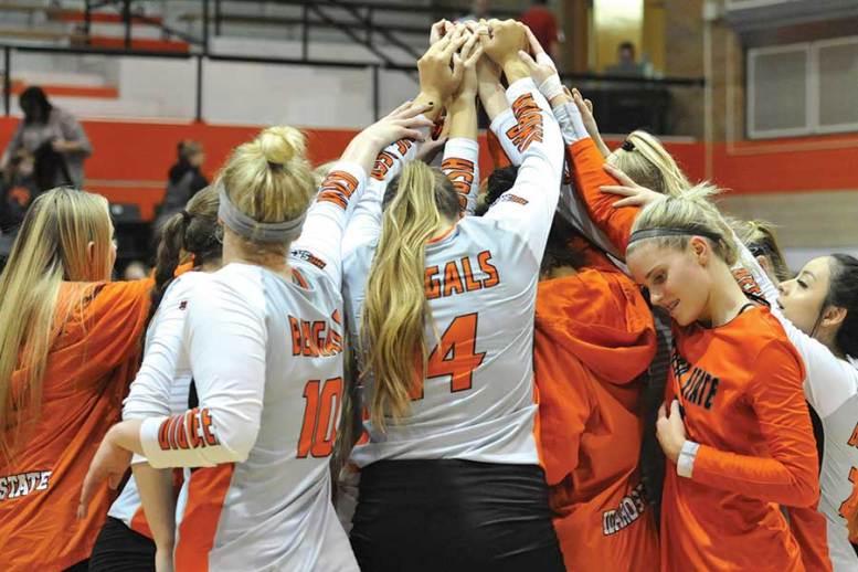 ISU volleyball team huddle