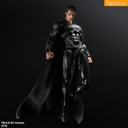 Man-of-Steel-Black-Suit-Superman-Play-Arts-Kai-4