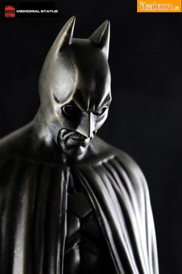 HERO CLUB: Batman Memorial Statue 1/6 - Immagini Ufficiali
