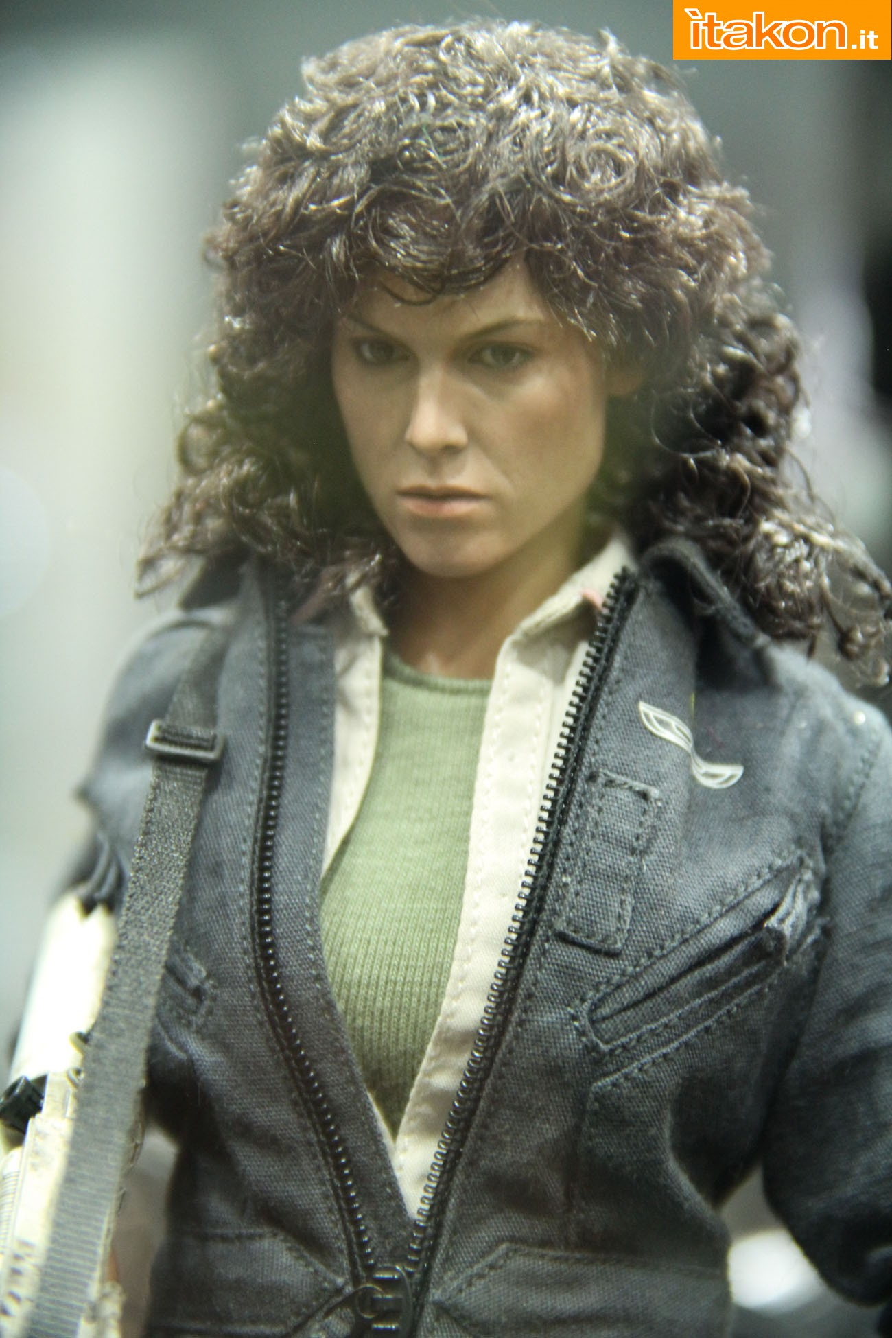 ALIEN - ELLEN RIPLEY (MMS ???) Sdcc2014-hot-toys-booth-38