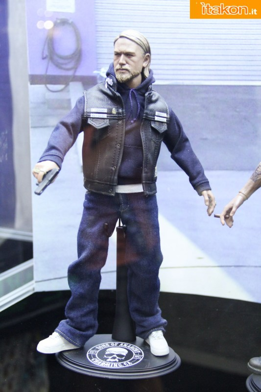 [Pop Culture Shock] Sons of Anarchy: Jax Teller - 1/6 scale Sdcc2014-pop-culture-shock-booth-18