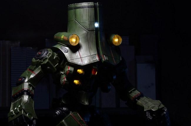[NECA][Tópico Oficial] Pacific Rim: Jaegers Series 6 - Página 5 Pacific-Rim-18-Inch-Cherno-Alpha-006