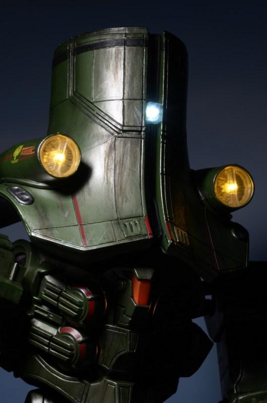 [NECA][Tópico Oficial] Pacific Rim: Jaegers Series 6 - Página 5 Pacific-Rim-18-Inch-Cherno-Alpha-012