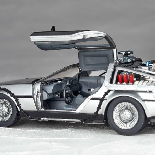 DeLorean Movie REVO - Back to the Future - Kaiyodo preorder 09