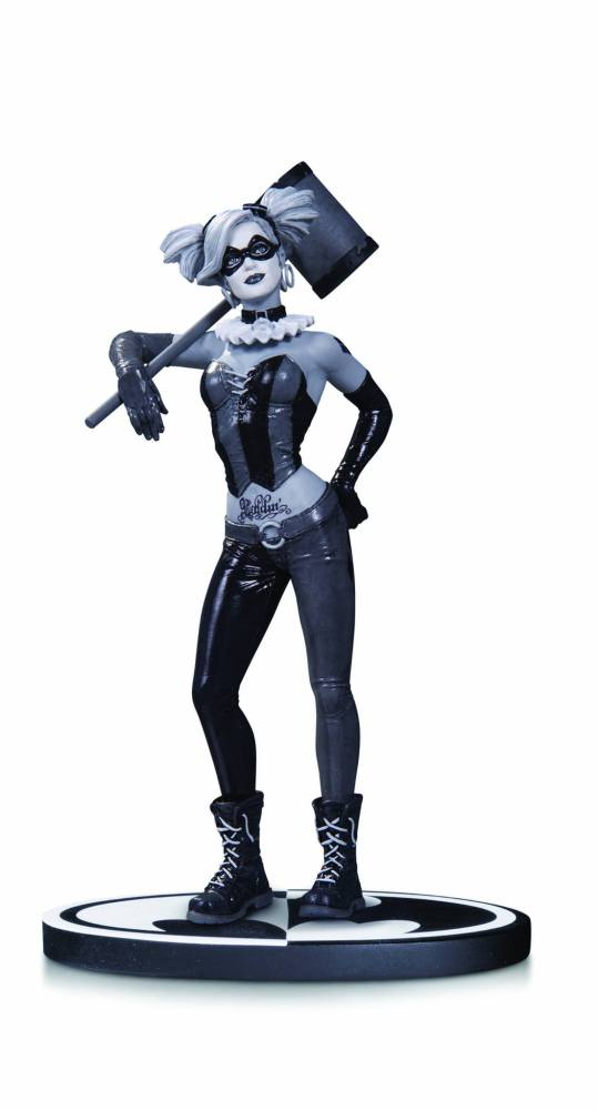 DCC-Harley-Quinn-BW-Statue