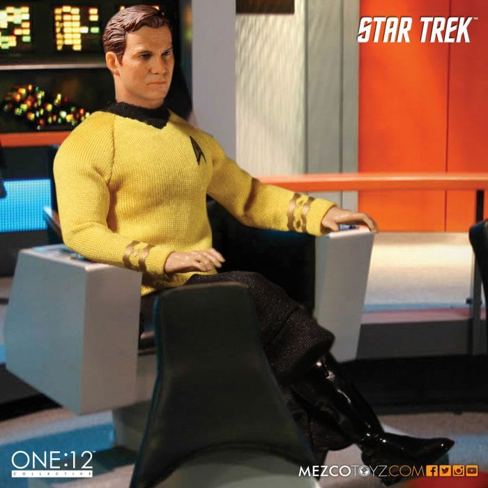 Mezco-Star-Trek-One12-Captain-Kirk-002
