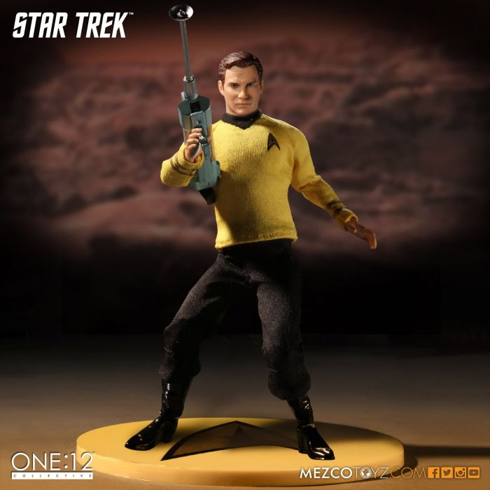 Mezco-Star-Trek-One12-Captain-Kirk-008
