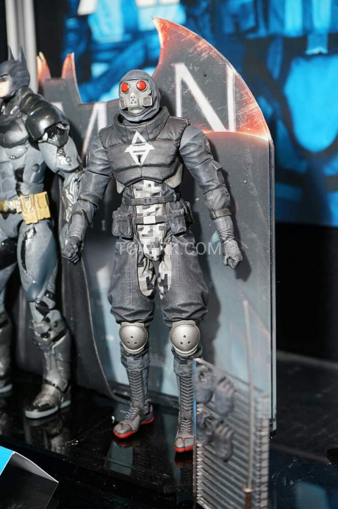 TF-2016-DC-Collectibles-Arkham-012