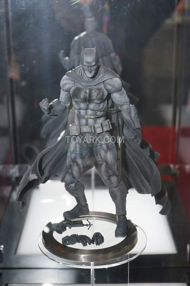TF-2016-Play-Arts-Kai-DC-005