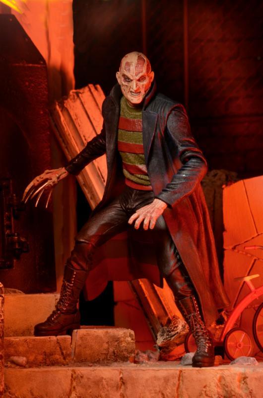 NECA-New-Nightmare-Freddy-3