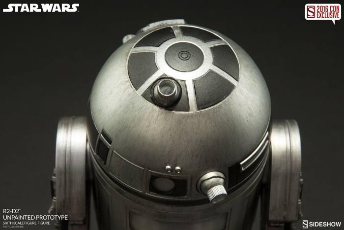 SDCC16-Sideshow-R2-D2-Figure007