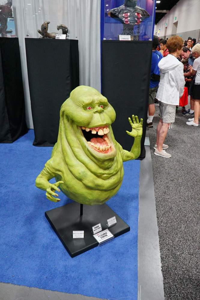 SDCC-2016-Hollywood-Collectibles-Group-001