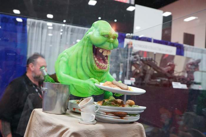 SDCC-2016-Hollywood-Collectibles-Group-021