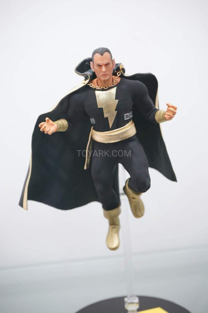 SDCC-2016-Mezco-One12-DC-Comics-015