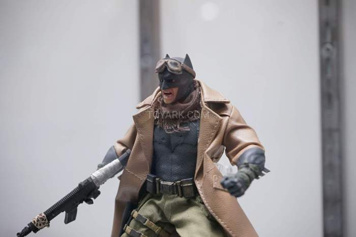 SDCC-2016-Mezco-One12-DC-Comics-031