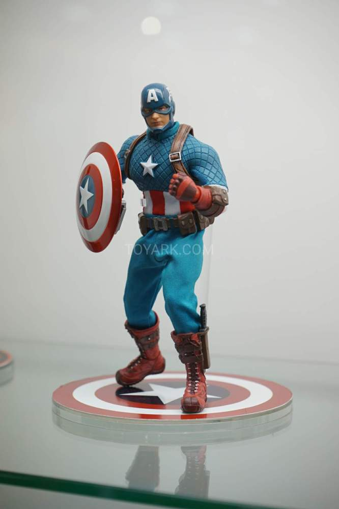 SDCC-2016-Mezco-One12-Marvel-017
