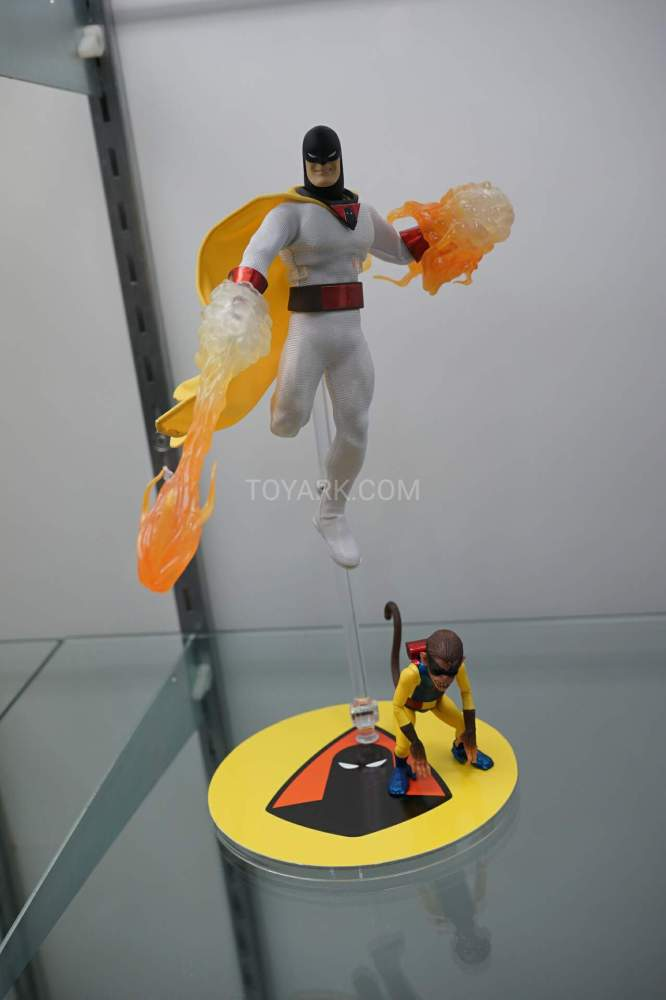 SDCC-2016-Mezco-One12-Space-Ghost-001