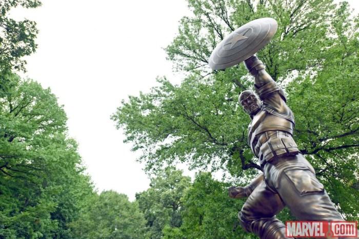 Captain-America-Life-Size-Statue-in-NY-1