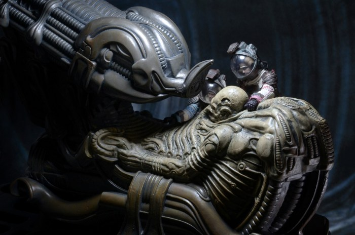 NECA-Alien-Foam-Space-Jockey-014