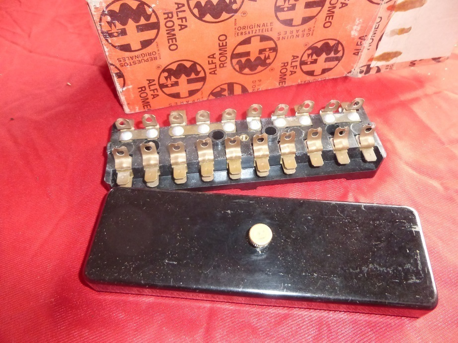 Original Alfa Romeo Type 105/101 fuse box NEW 105140603003/30