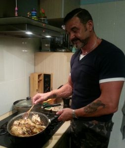 Paolo De santis cooking chicken with pepper at home