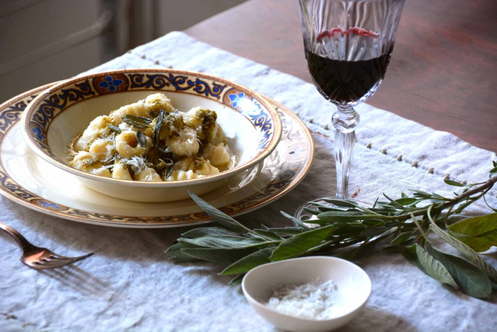 Pesto con salvia e noci (Sage and walnut pesto) – and a gnocchi ...