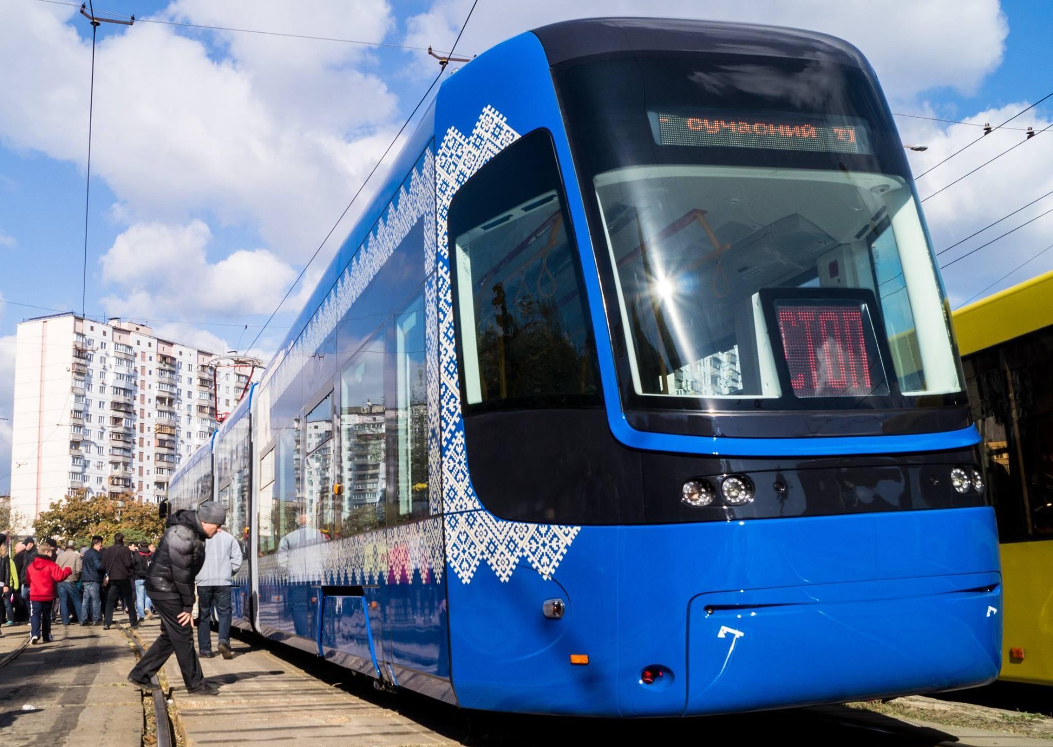 ВКиеве запустили сверхсовременный трамвай сWi-Fi икондиционером