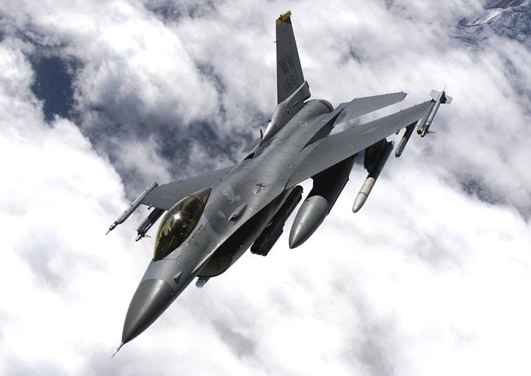 Истребитель F-16 перешел вштопор после потери сознания пилотом