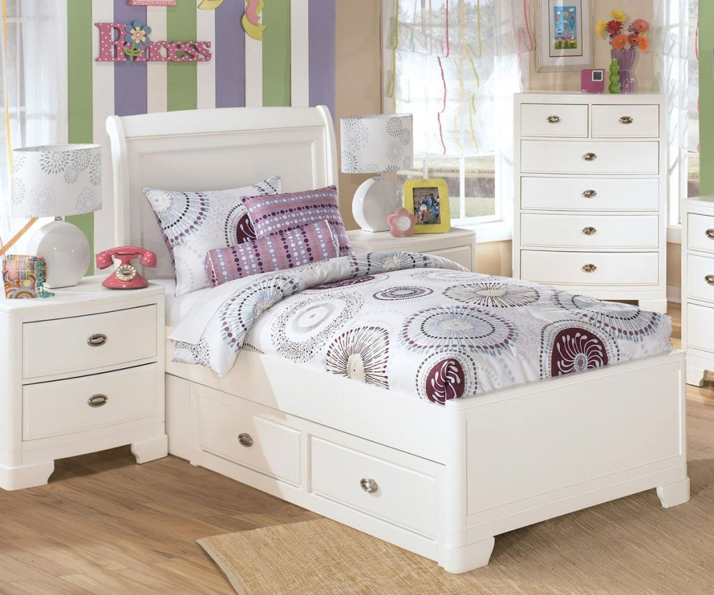 White Bedroom For Girl Cute Small Canopy Bed White Bedroom Furniture For Girls