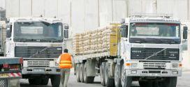 تجار وموردو رفح يهددون بمنع إدخال مواد البناء عبر أبو سالم