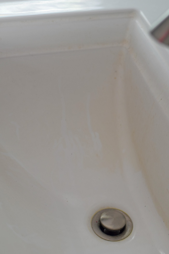 Removing Hard Water Stains From Bathroom Sinks