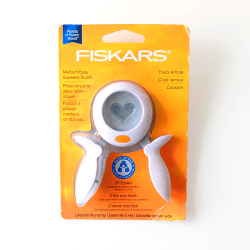 Fiskars-Thats-Amore-Squeeze-Punch