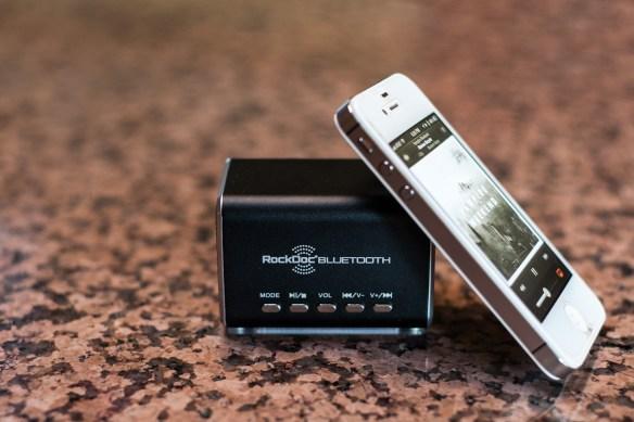 RockDoc-Bluetooth-Speaker-Vampire-Weekend-iPhone-4S
