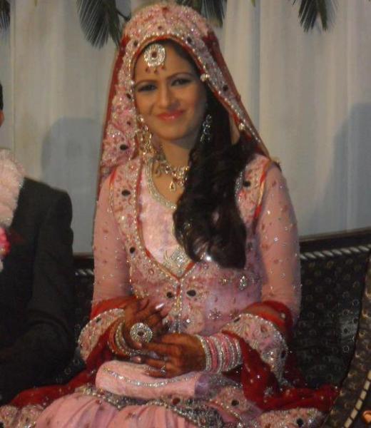 ayesha bakhsh-marriage-dress- picture
