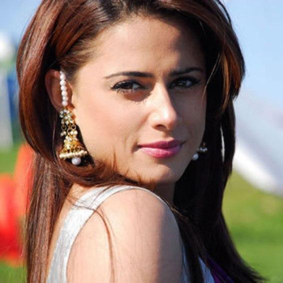 most-popular-pakistani-fashion-showbiz-model-mehreen-raheel-picture