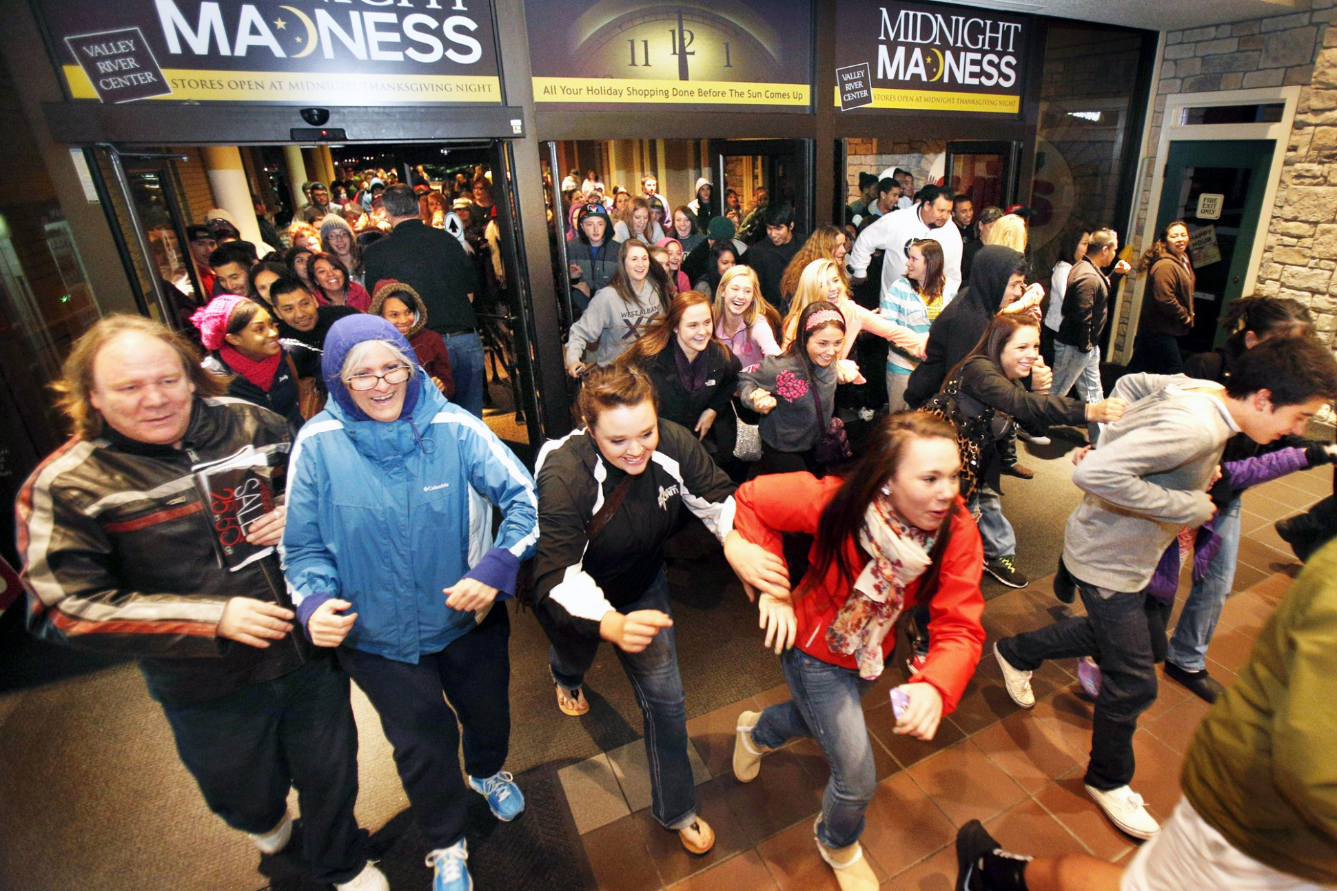 Black Friday Shopping Black Friday Crime Prevention Tips Ivaluesafety