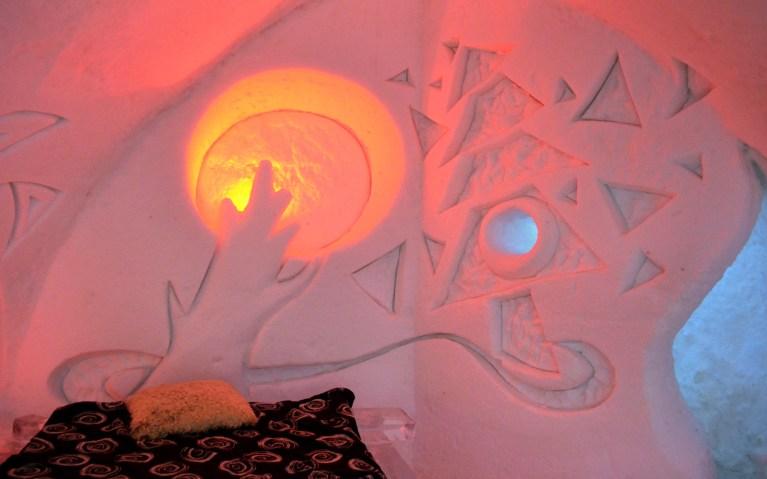 Bedroom Details in Hôtel de Glace :: A Night of Ice in Québec City :: I've Been Bit! A Travel Blog