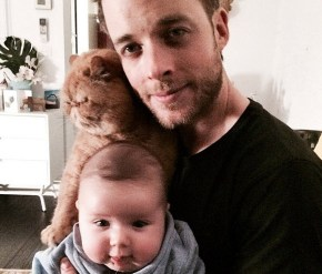 Hamish Blake teaches his baby boy to tell the time.