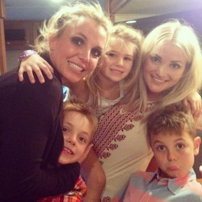 Britney Spears with her sister Jamie Lynn and their children