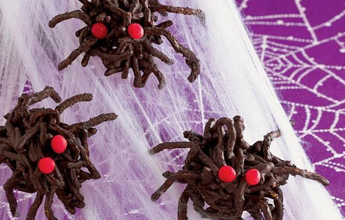 Forget lollies and chocolate. Make these treats to hand out on Halloween instead.