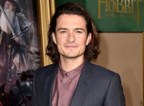 This is what Orlando Bloom is doing this Christmas. Awkward.