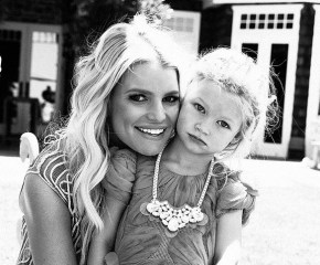 Jessica Simpson's photo of her daughter causes outrage among her fans.