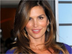 A photo of an untouched Cindy Crawford proves she is all beauty.