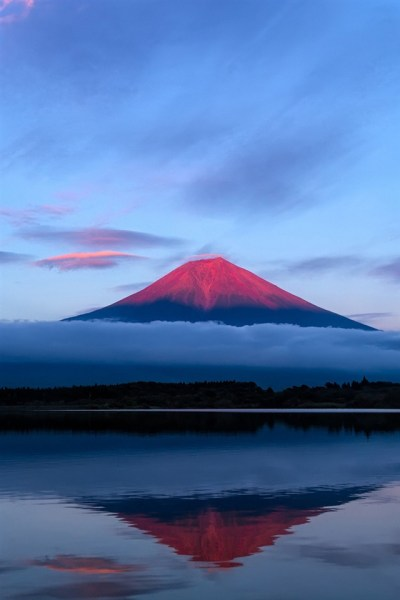 Japan Fuji mountain, evening, sky, lake reflection, blue iPhone X 8,7,6,5,4,3GS wallpaper ...